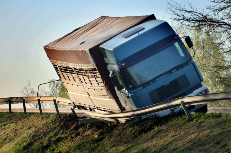 Why You Shouldn't File a Claim Without a Los Angeles Truck Accident Attorney